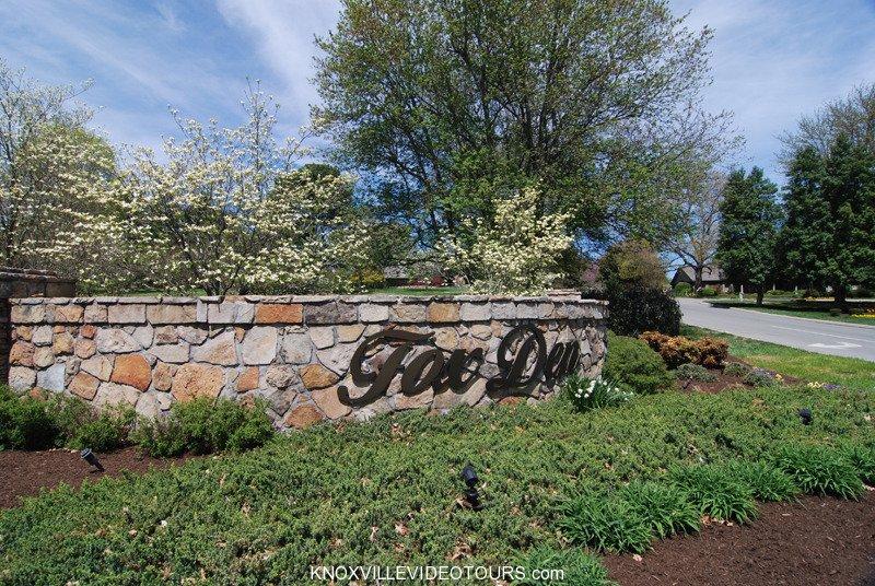 Fox Den Knoxville entrance
