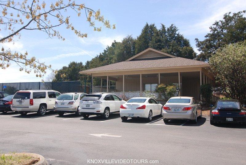 Fox Den Knoxville pool area