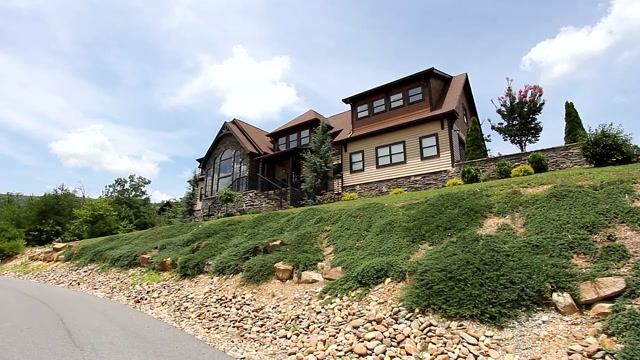 3BR/5BA | 5034 SF | $860,000 | 3050 Summit Trails Drive, Sevierville, TN 37862