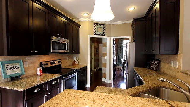 Walk-through video of stunning Knoxville home at 4324 Meredith Rd