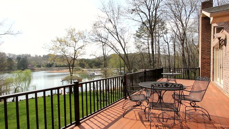 3BR/2.5BA | 3659 SF | $725,000 | 108 Kawonu Circle, Loudon, TN 37774 http://www.CindySellsTellico.com - LAKEFRONT BEAUTY w/Spectacular Views. SPACIOUS ROOMS!