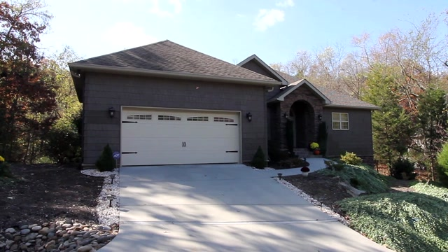 4BR/2.5BA | 3038 SF | $395,000 | 119 Skiatook Way, Loudon, TN 37774